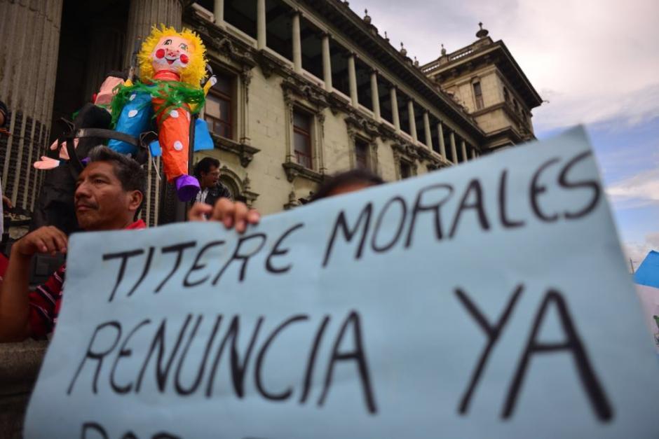 Las protestas esta vez alcanzaron al presidente Jimmy Morales. (Foto: Jesús Alfonso/Soy502)