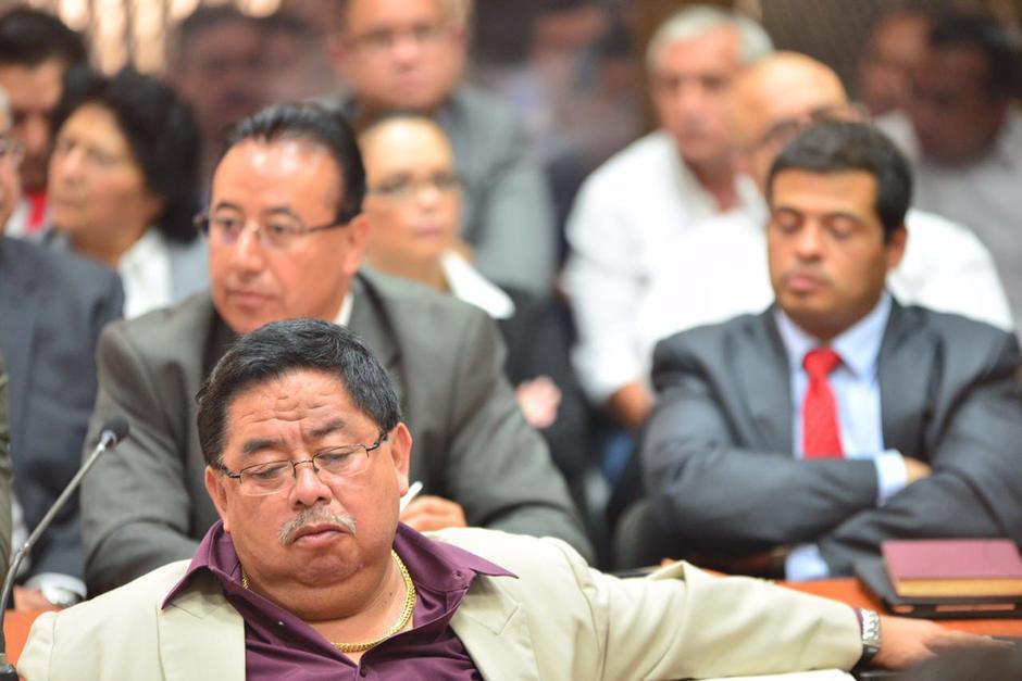 El abogado Eddy Siu al parecer se volvió a dormir en la audiencia. (Foto: Jesús Alfonso/Soy502)