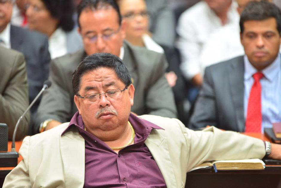 El profesional del derecho se quedó dormido en la audiencia. (Foto: Jesús Alfonso/Soy502)