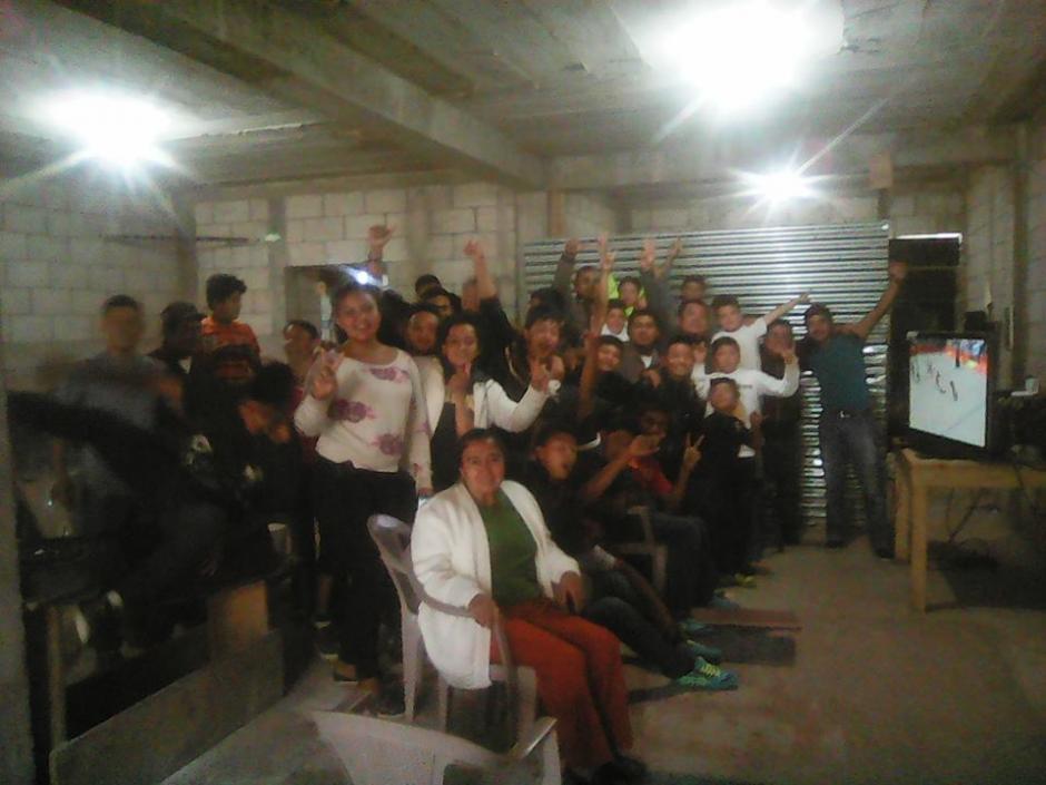 Familiares y amigos del atleta se reunieron en casas de Mataquescuintla. (Foto: Jorge Erick Escalante/Facebook)