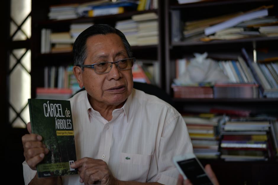 Sus títulos están disponibles en las librerías del país. (Foto: Wilder López/Soy502)