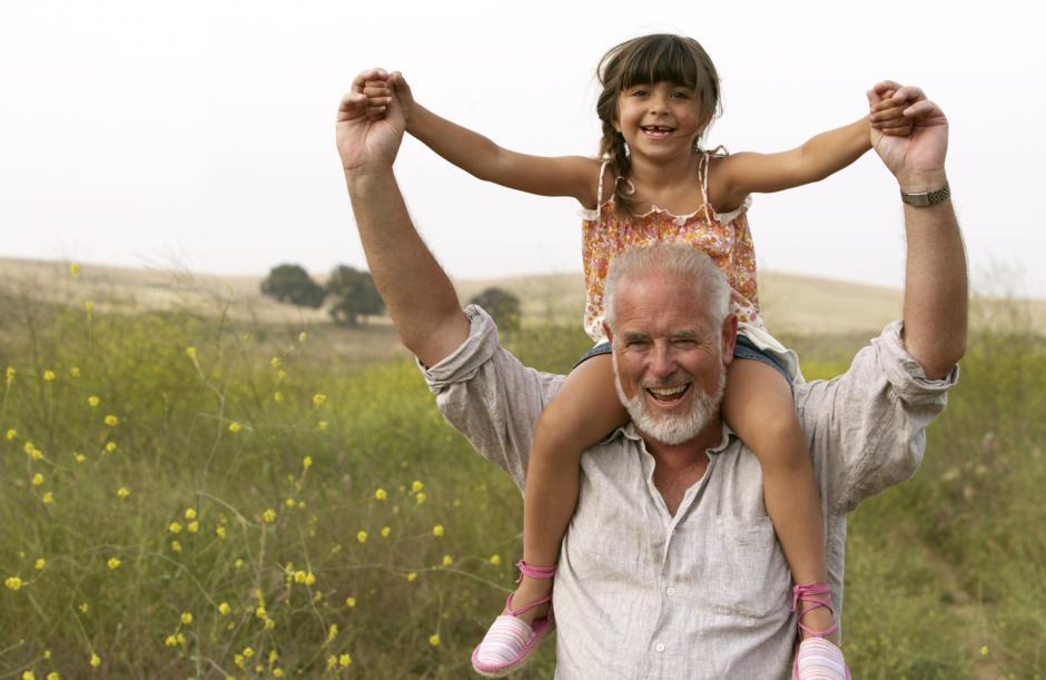 La conexión entre los abuelos y los nietos se hace fuerte debido a varios factores