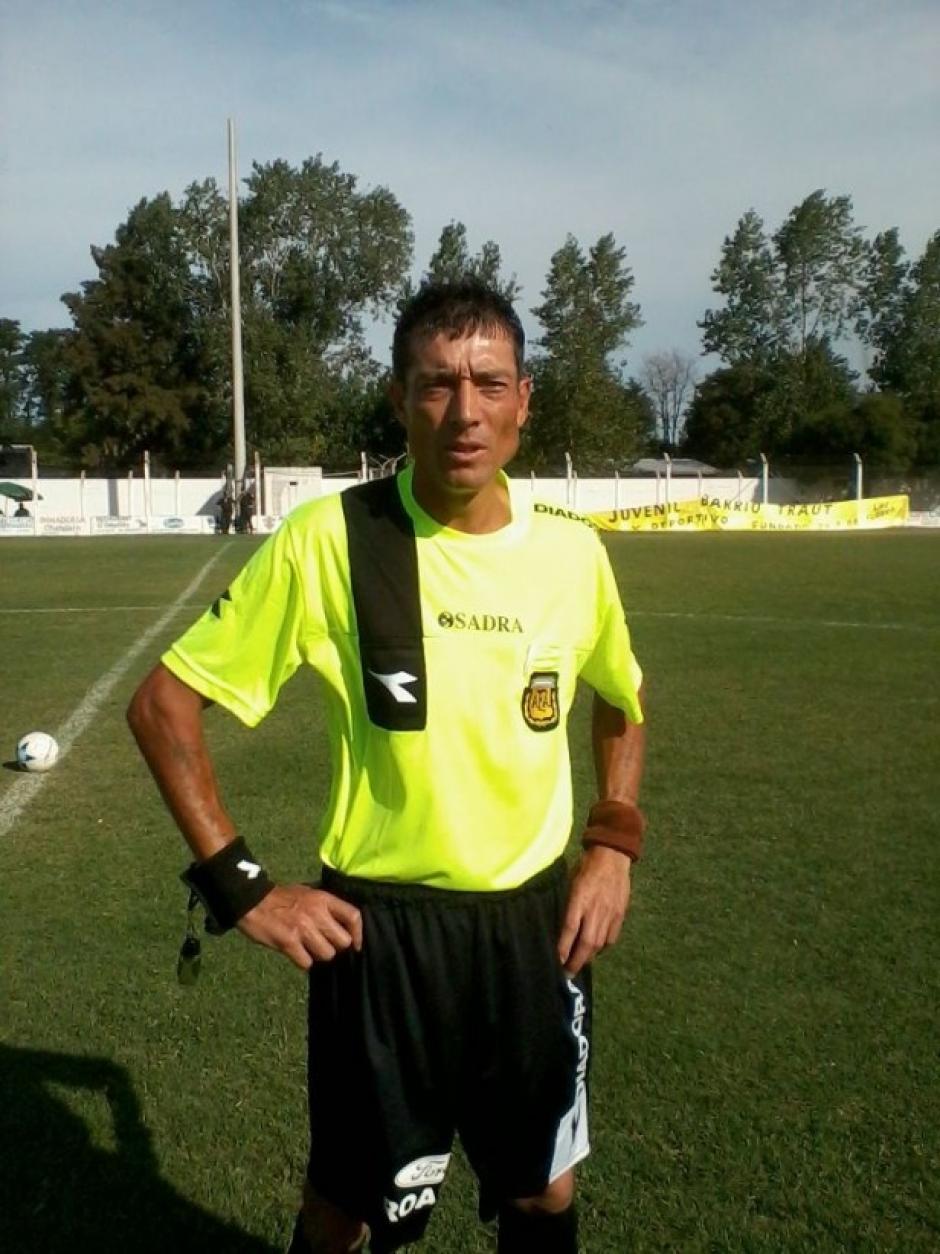 El árbitro Claudio Elichiri, pese a la golpiza asegura que no se retirará del fútbol. (Foto: Twitter)