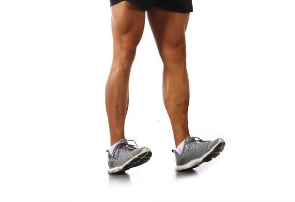 Anda sobre los talones dando pasitos por 20 segundos. (Foto: deporte.uncomo.com)