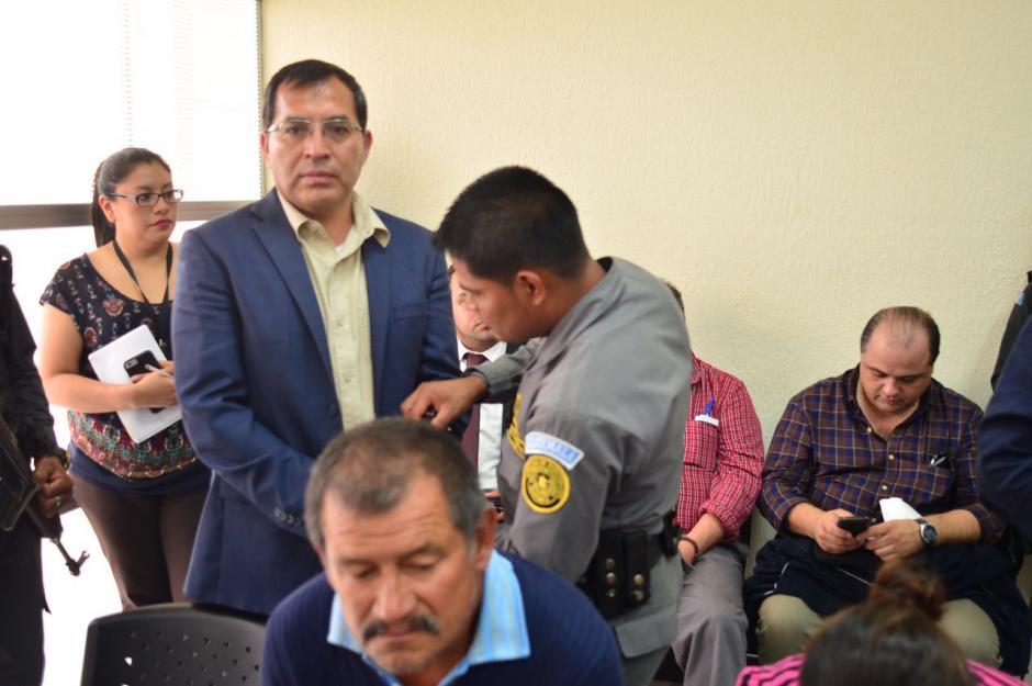 Así llegó el exministro de Agricultura a la sala donde se lleva la audiencia. (Foto: Jesús Alfonso/Soy502)