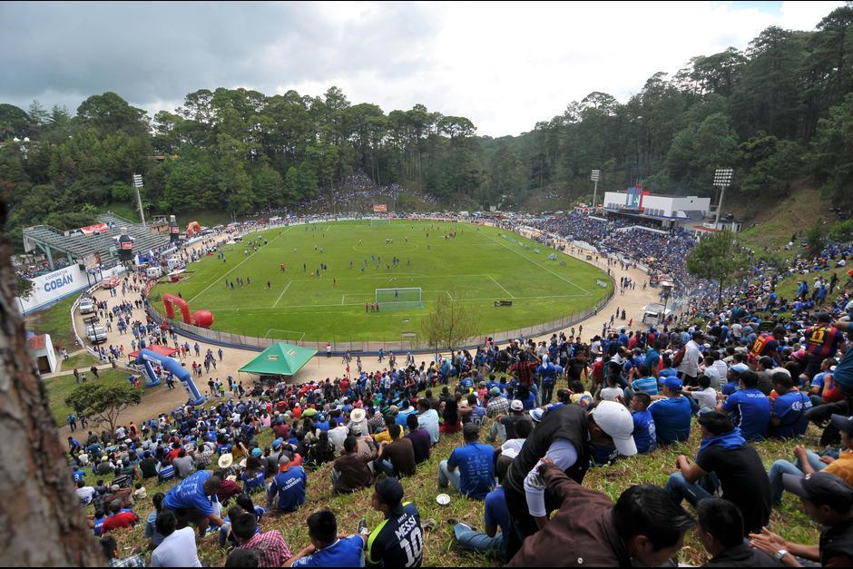El Estadio José Angel Rossi Ponce mejor conocido como Estadio Verapaz está ubicado en la ciudad de Cobán en el departamento de Alta Verapaz en Guatemala.Muchas personas le han dado el calificativo del estadio más hermoso y singular de Guatemala. (Foto: Archivo/Soy502)