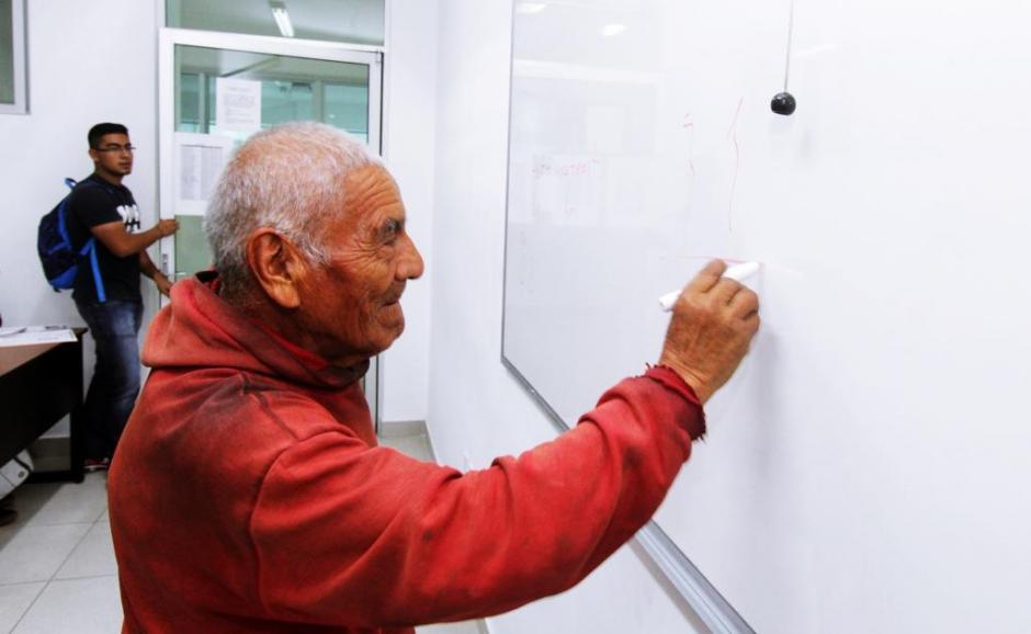Don Felipe relata que siempre fue bueno para los números. (Foto: El Universal)