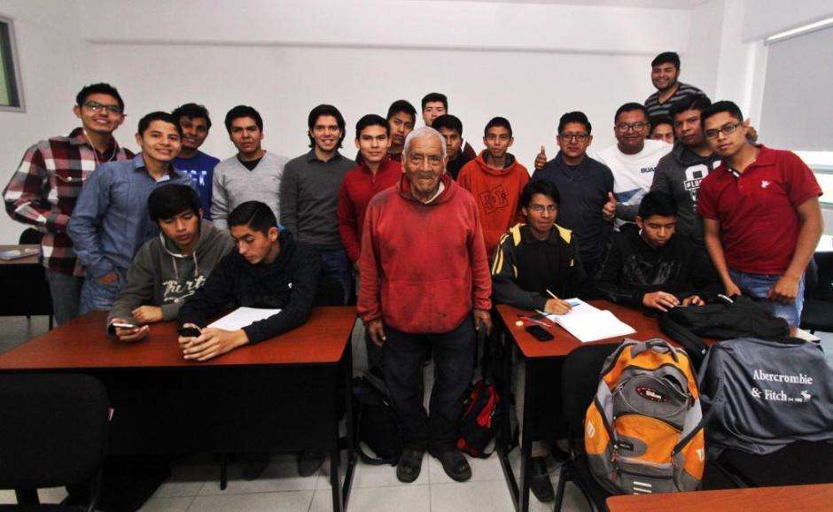 Don Felipe empezó este año la carrera de Ingeniería y espera graduarse. (Foto: El Universal)