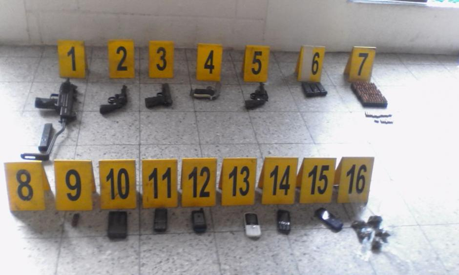 Durante los operativos fueron decomisadas armas de fuego y municiones. (Foto: PNC)