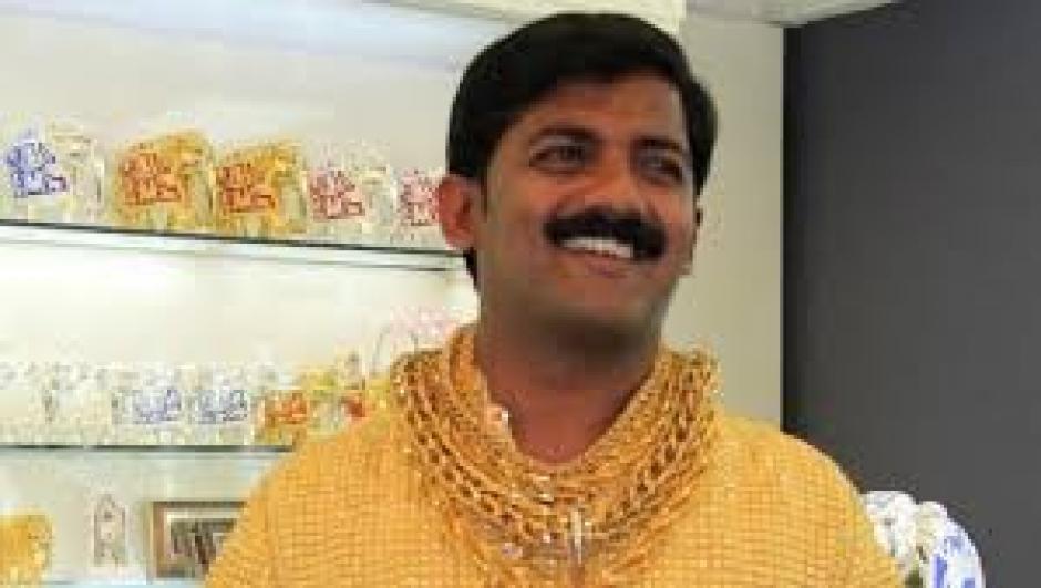 En 2013 adquirió una camisa elaborada con 3 kilos de oro. (Foto: mendozapost.com)
