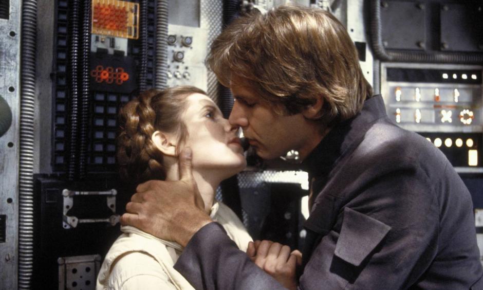El beso romántico se repitió varias veces fuera de cámaras. (Foto: El País)
