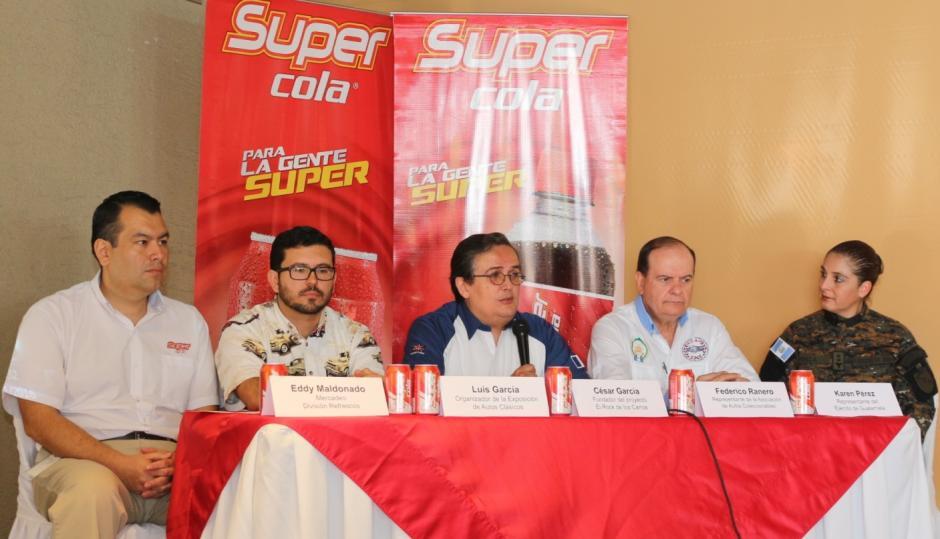 Representantes de Super Cola, El Rock de los Carros y del Ejército de Guatemala en conferencia de prensa, explicaron el objetivo de la exposición. (Foto: cortesía Sidec)
