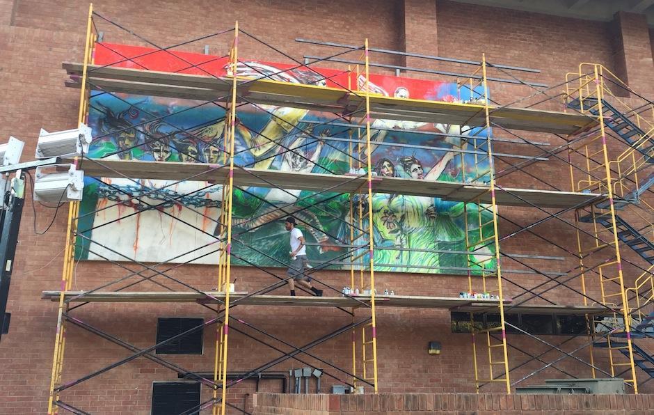 El Sexto trabajó unos días en un mural de derechos humanos. (Foto: UFM)