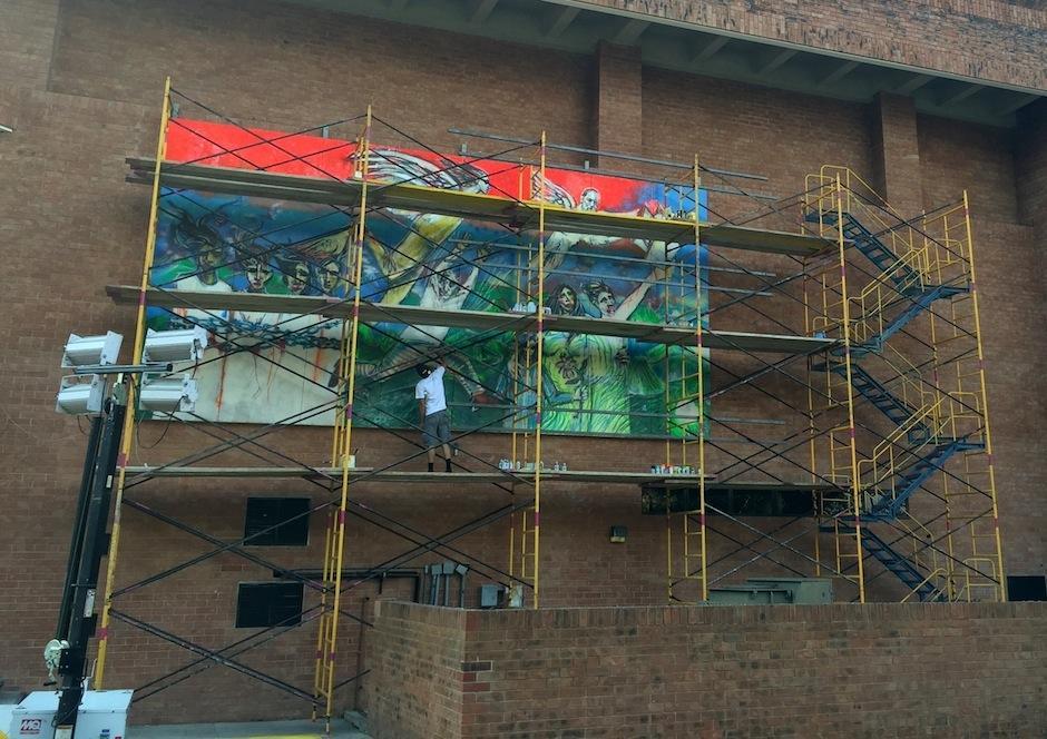 El artista hizo recientemente un mural en la Universidad Francisco Marroquín. (Foto: UFM)