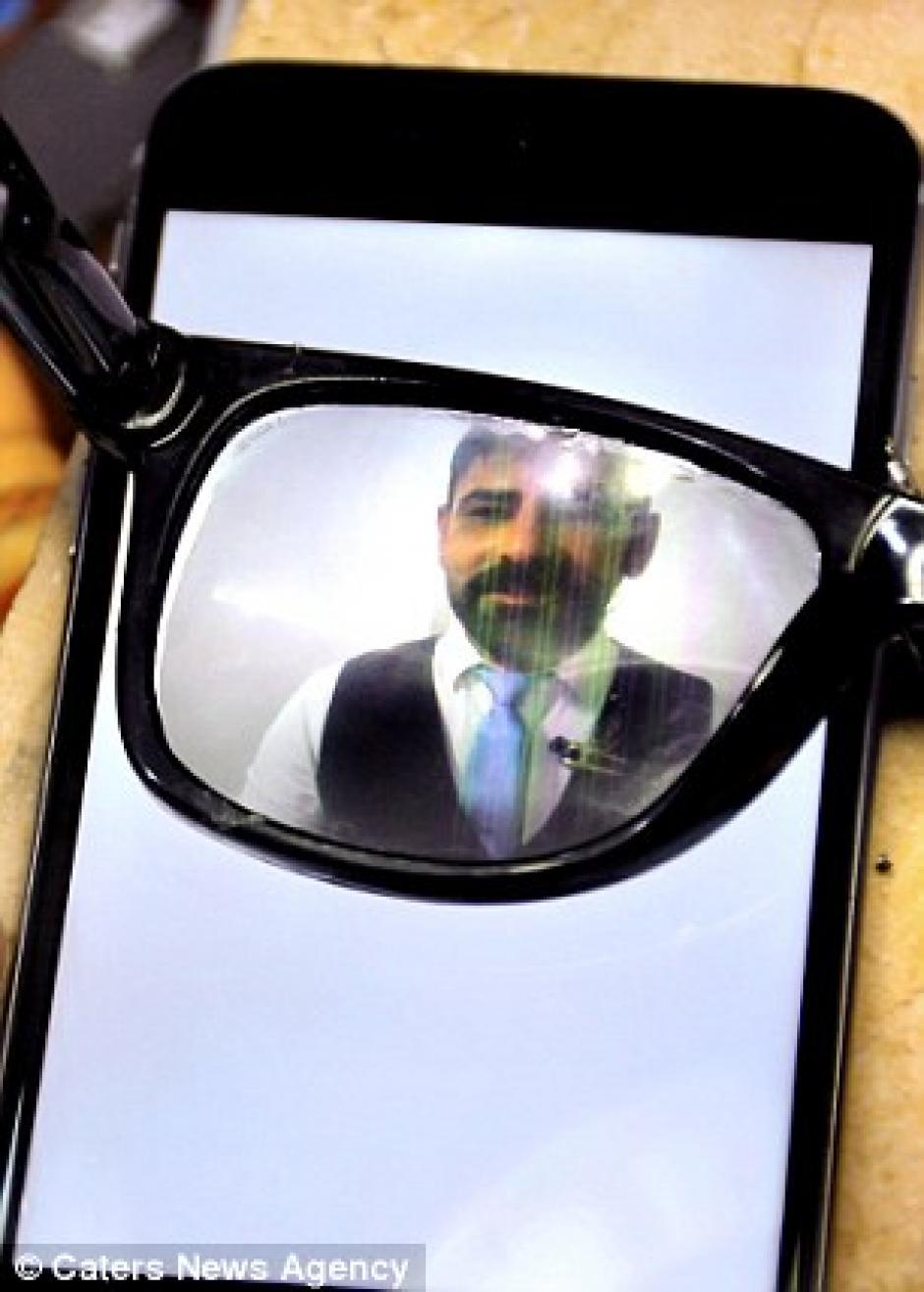 Para poder leer lo que aparece en la pantalla debes tener unas gafas especiales. (Foto: techworm)