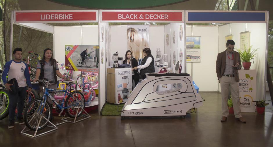 Desde muebles hasta motos, la cartera de productos es sumamente amplia. (Foto: Eddie Lara/Soy502)