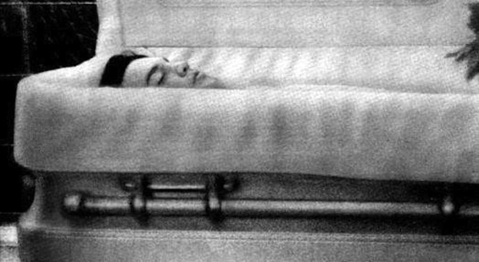 Elvis Prestley murió en 1977, fanáticos lamentaron la muerte de uno se los pioneros del rock. (Foto: Google)
