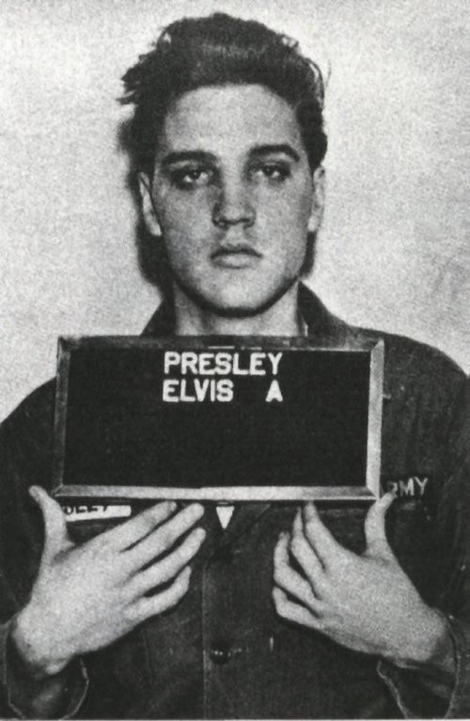 Elvis Presley falleció un 16 de agosto de 1977, víctima de una sobredosis de fármacos prescritos.