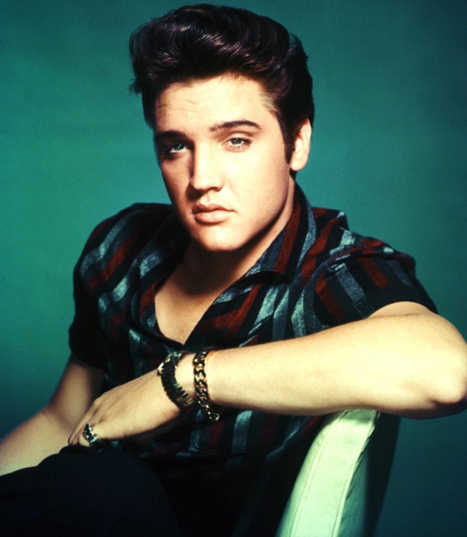 Un día como hoy, hace 79 años, llegó al mundo en la ciudad de Tupelo, Misisipi, Elvis Aaron Presley, quien tras años de dedicación a la música sería conocido como el rey del rock and roll.