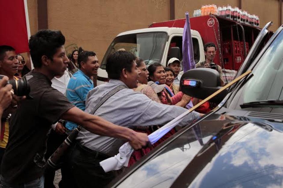 Todd Robinson fue retirado de manera repentina por su grupo de seguridad de las afueras del Congres. (Foto: EFE)