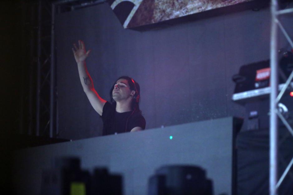 Skrillex compartió sus ritmos electrónicos para cerrar. (Foto: Esteban Biba/EFE)