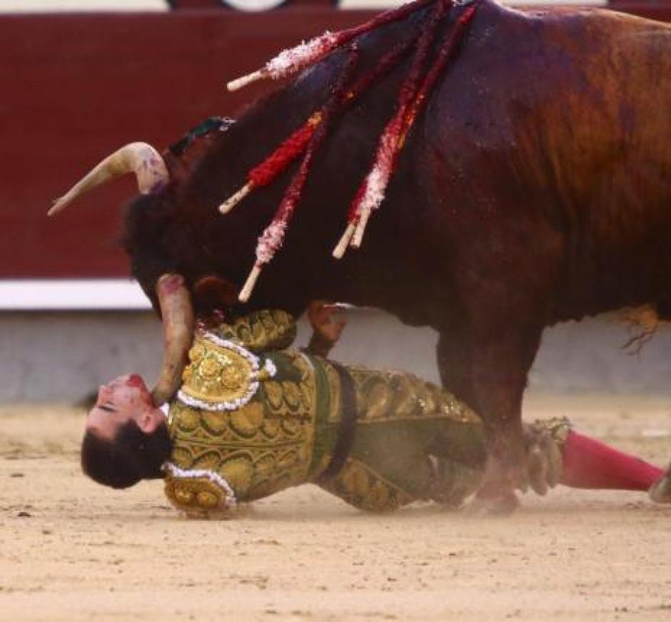 El fotógrafo español Emilio Méndez captó esta insólita y dramática imagen. (Foto: Emilio Méndez/El Mundo)