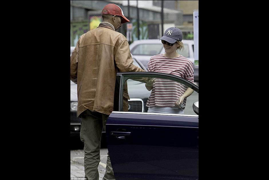Luego de varios segundos de molestarla, decidió devolver la multa. (Foto: GC Images)