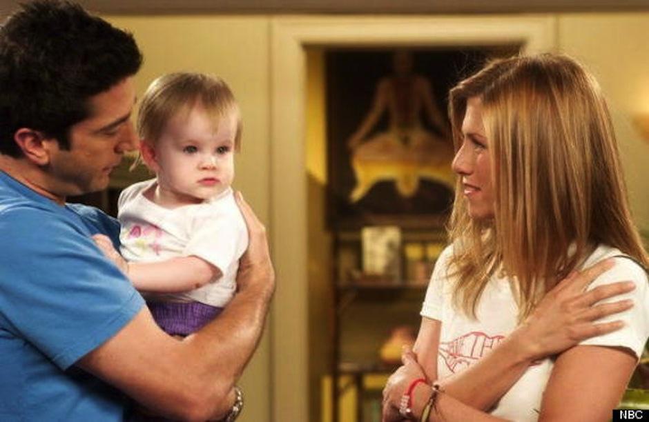 Noelle y Cali Sheldon interpretaron a Emma, la hija de Rachel y Ross en la serie Friends. (Foto: Huffington Post)