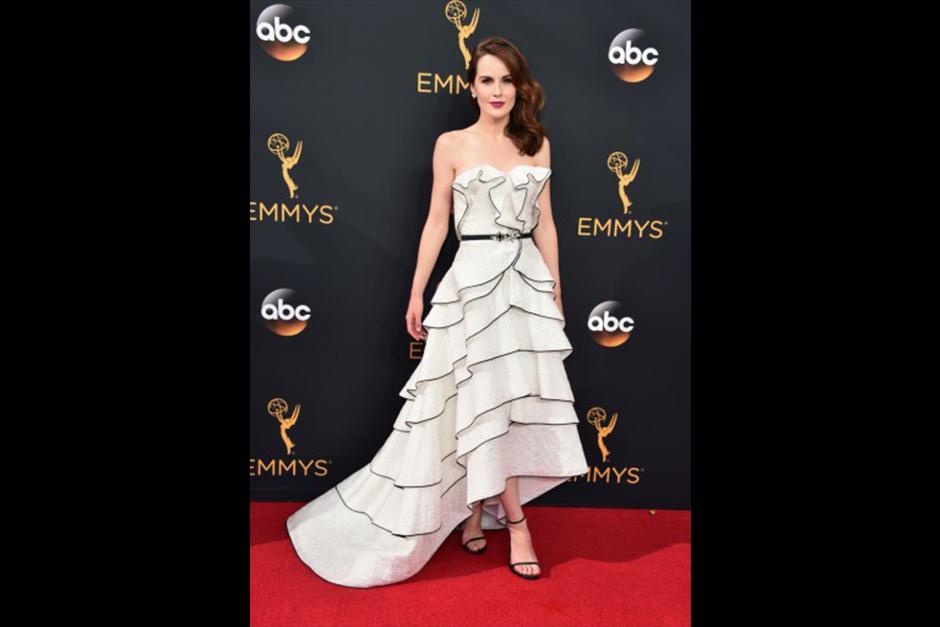 Michelle Dockery (Downton Abbey), llegó vestida de Oscar de la Renta. (Foto: AFP)