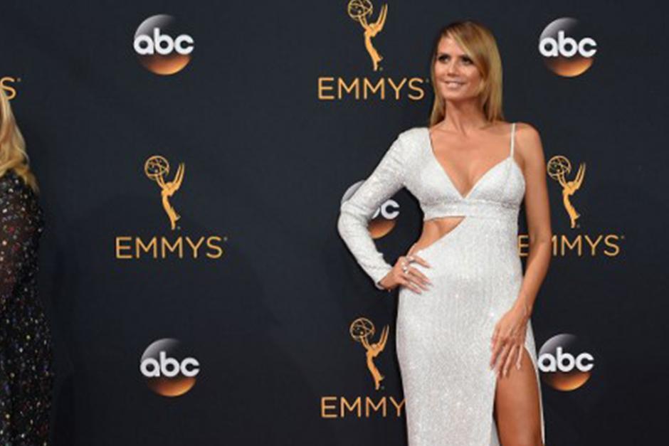 Heidi Klum, con un vestido asimétrico de Michael Kors. (Foto: AFP)
