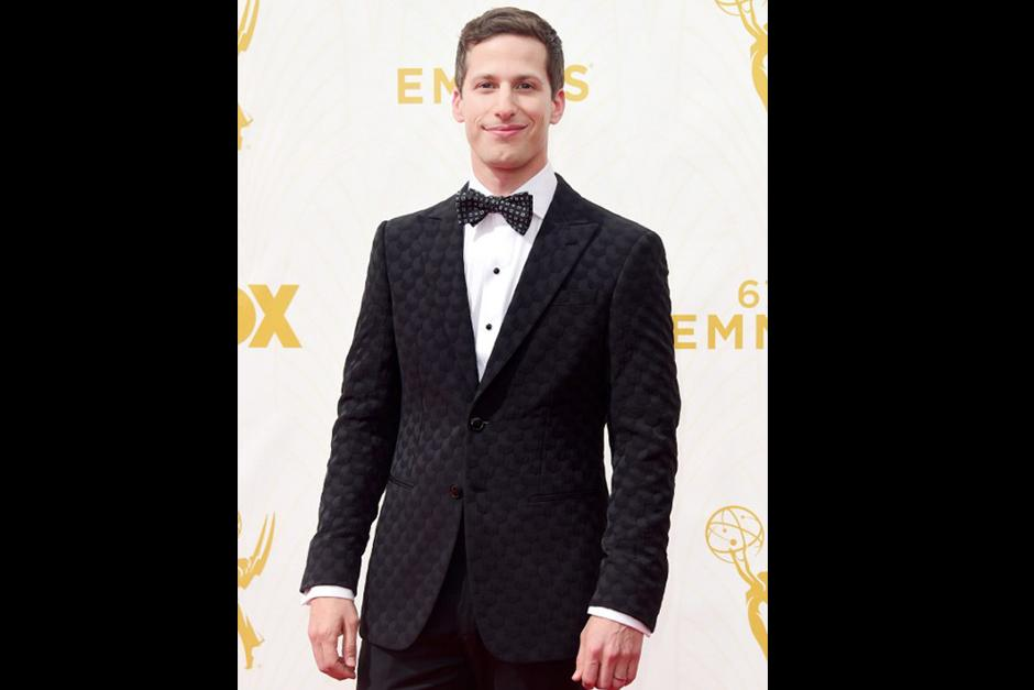 """El anfitrión de los Emmy 2015 y protagonista de """"Brooklyn Nine-Nine"""", Andy Samberg, desfila por la alfombra roja. (Foto: AFP)"""