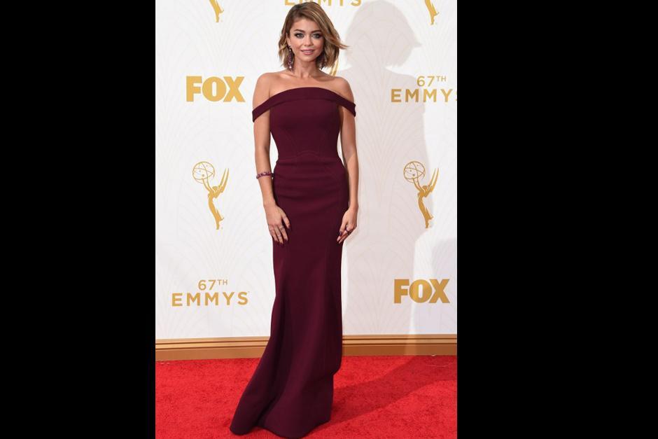 Sarah Hyland de Modern Family en la alfombra roja de los premios Emmy 2015. (Foto: AFP)