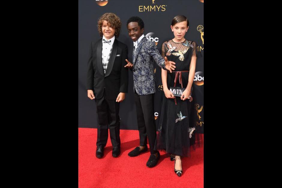 Gaten Matarazzo, Caleb McLaughlin y Millie Bobby Brown (vestida a medida por Valentino), son los niños de Stranger Things. (Foto: AFP)