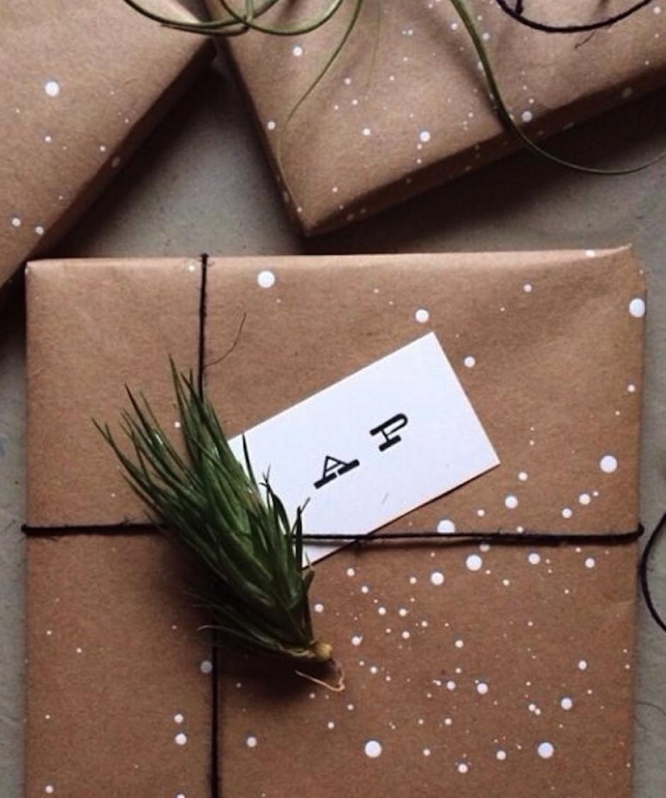 Unas hojitas de pino agregan aroma a tus presentes. (Foto: Pinterest)