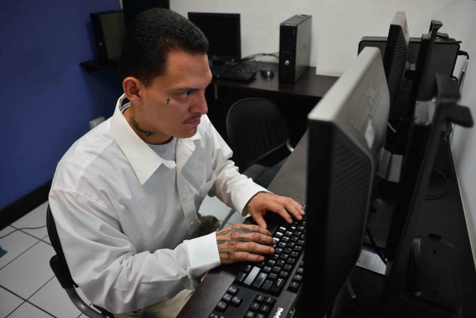 Luis Perez regresó hace dos meses al país y ya empezó a trabajar en una empresa de ventas. (Foto: Jesús Alfonso/Soy502)