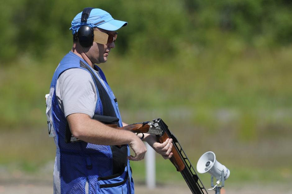 Enrique Brol luego de realizar una serie de disparos. (Foto: Pedro Mijangos/Soy502)