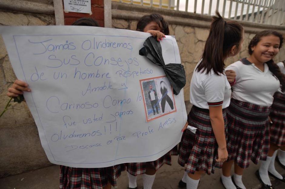 Mensajes de profundo cariño mostraron los alumnos de Arrecis. (Foto: Wilder López/Soy502)