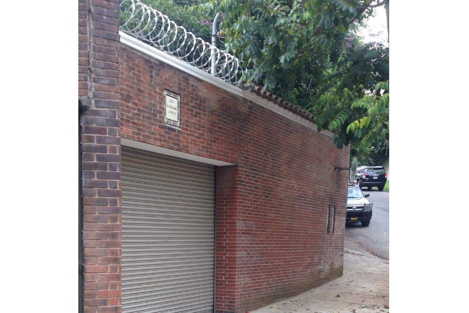 Esta es la entrada por atrás, por la 5a. avenida de La Cañada. (Foto: Soy502)