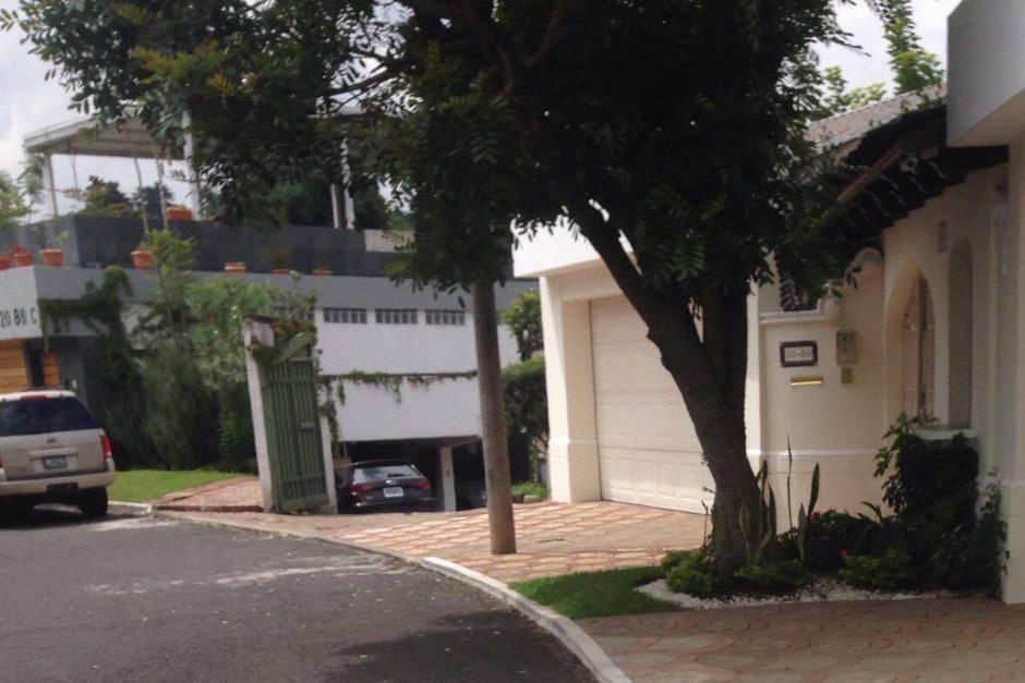 Esta es la entrada de la casa de Jafeth Cabrera por la 7a. avenida de La Cañada, zona 14. (Foto: Soy502)