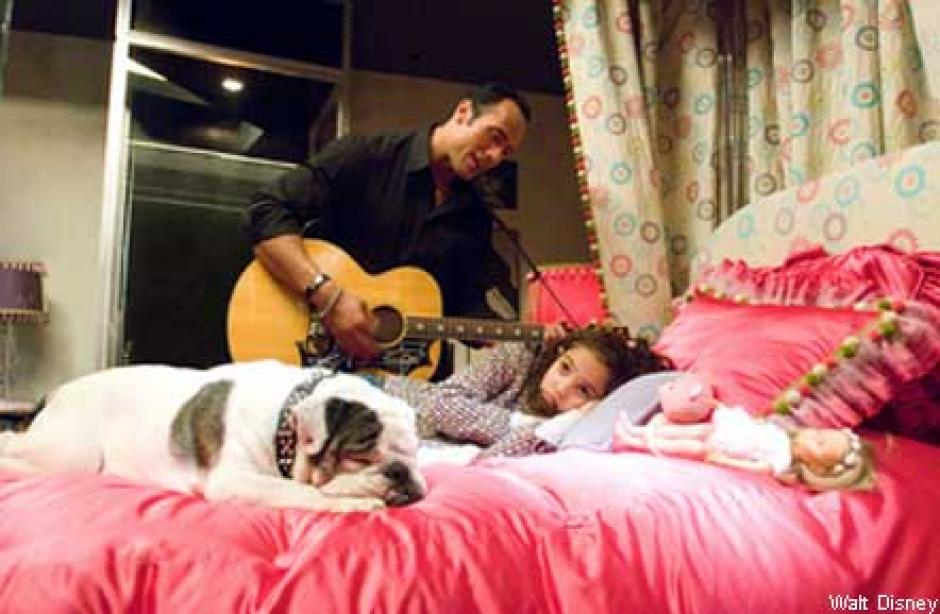 Madison Pettis y Dwayne Johnson protagonizaron Entrenando a Papá en 2007 (Foto: Twitter)