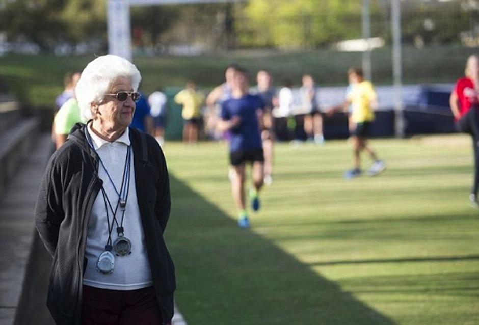 Es tatarabuela y sigue con la mejor energía de todas. (Foto: dailymail.co.uk)