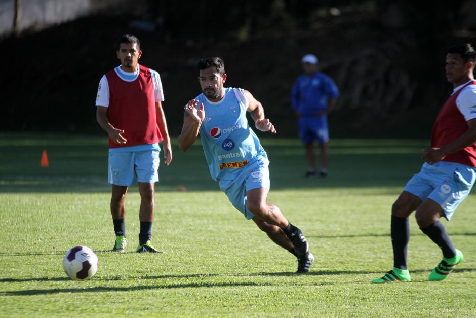 Carlos Ruiz daba lo mejor en la práctica de la Bicolor. (Foto: Luis Barrios/Soy502)