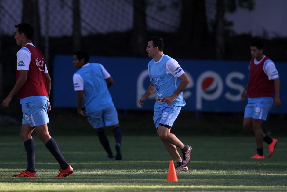 Marco Pappa también mostró su nivel en la práctica de Bicolor. (Foto: Luis Barrios/Soy502)