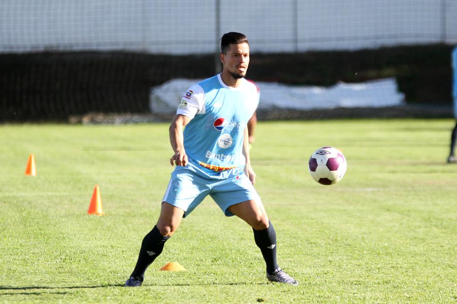 Cincotta maneja el balón en una acción del entrenamiento. (Foto: Luis Barrios/Soy502)