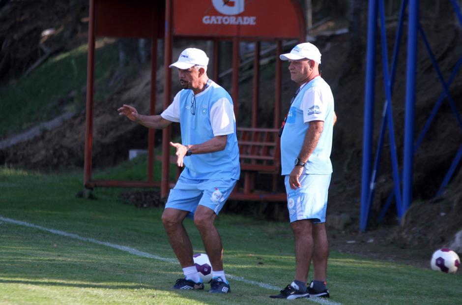 Víctor Hugo Monzón  y Walter Claverí en la práctica de la Sele. (Foto: Luis Barrios/Soy502)