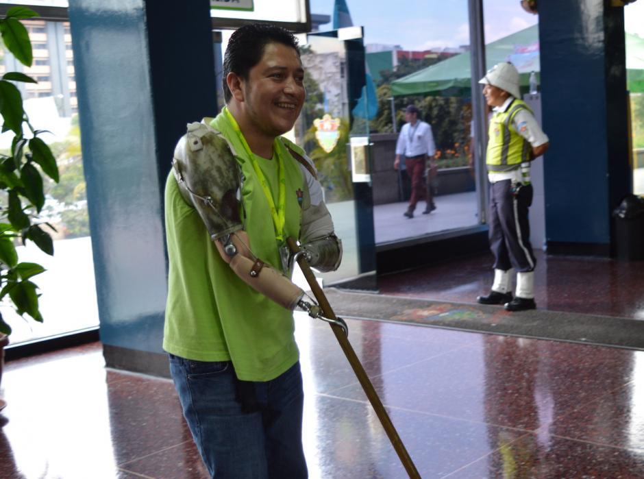 Este luchador siempre mantiene una sonrisa que contagia al resto de personas. (Foto: María Olga Vega/Soy502)