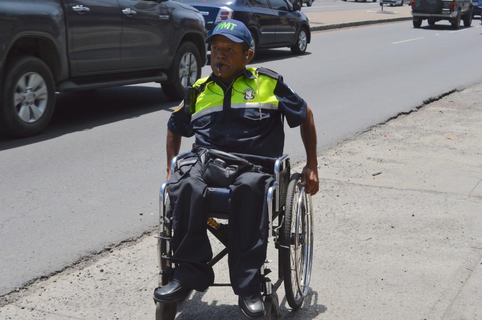 Su labor ha sido reconocida por los automovilistas que lo saludan a diario. (Foto: María Olga Vega/Soy502)