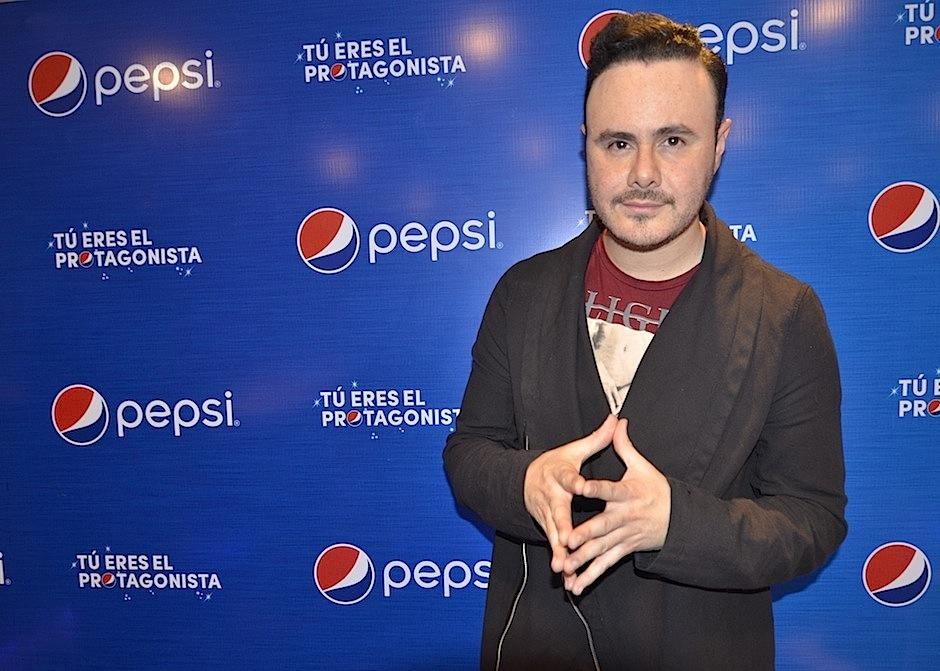 Jose Luis contó en una entrevista exclusiva a Soy502 que las canciones son un buen instrumento para enamorar. (Foto: Selene Mejía/Soy502)
