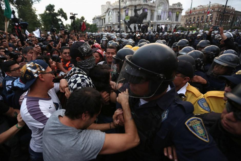Miles de personas manifestaron contra el gobierno de Enrique Peña Nieto. (Foto: www.infobae.com)