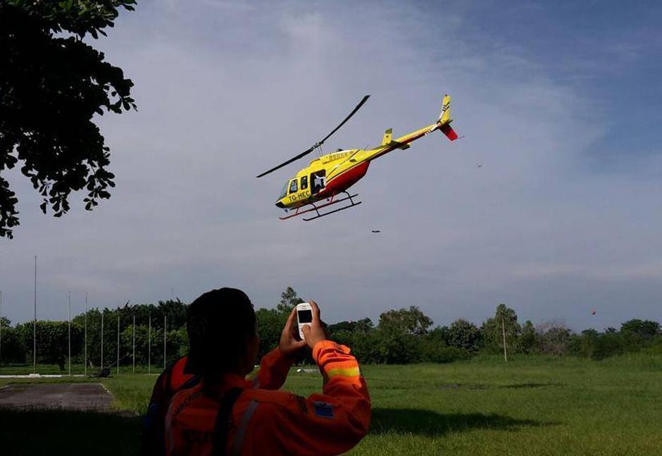 El equipo de búsqueda cuenta con el apoyo de dos helicópteros que sobrevuelan la zona constantemente. (Foto Conred)